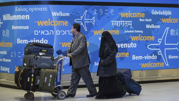 Passengers walk out of an entrance after their arrival at Terminal 4 at John F. Kennedy International Airport in New York, Sunday, Feb. 5, 2017. - Sputnik France