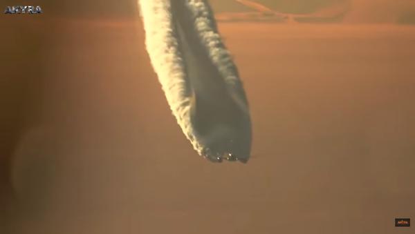 L'énorme traînée d'un Boeing 787 Dreamliner dans le ciel russe - Sputnik France