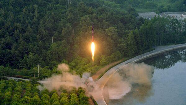 Тестовый запуск баллистической ракеты в КНДР - Sputnik France
