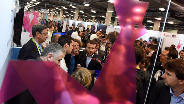 French Economy Minister Emmanuel Macron (C) and CEO of Business France, a national agency promoting foreign investment in France, Muriel Penicaud (4thL) visit French technology startups, at the CES 2016 consumer electronics show in Las Vegas, Nevada, January 7, 2016. - Sputnik France