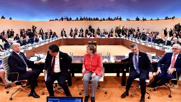 Vin, bière et pistes de danse: comment travaillent les journalises au G20 - Sputnik France