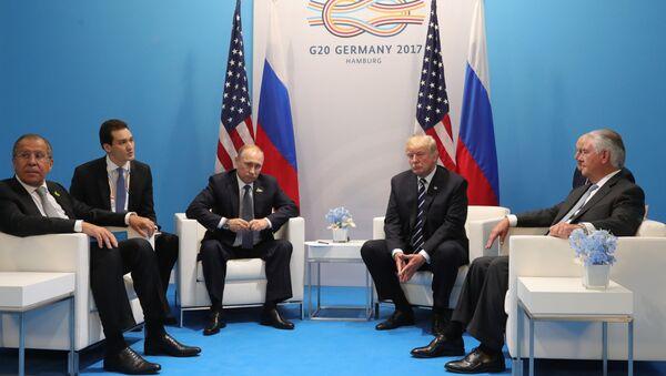 Les présidents russe et américain Vladimir Poutine et Donald Trump s'entretiennent à Hambourg - Sputnik France