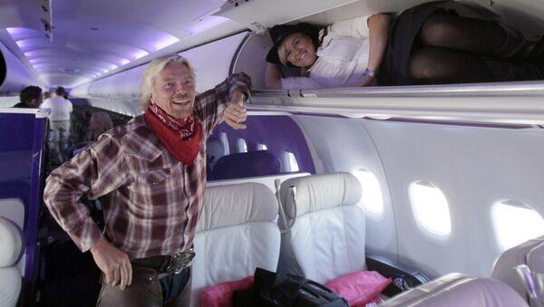 Le fondateur de la marque Virgin, Richard Branson, dans un avion de la compagnie Virgin Atlantic Airways - Sputnik France
