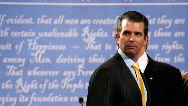 Donald Trump Jr. stands onstage with his father Republican U.S. presidential nominee Donald Trump after Trump's debate against Democratic nominee Hillary Clinton at Hofstra University in Hempstead, New York, U.S. September 26, 2016. - Sputnik France