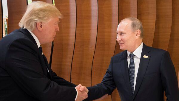 Poignée de main entre Poutine et Trump, le 7 juillet 2017 - Sputnik France