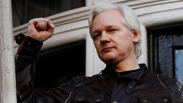 WikiLeaks founder Julian Assange is seen on the balcony of the Ecuadorian Embassy in London, Britain, May 19, 2017 - Sputnik France