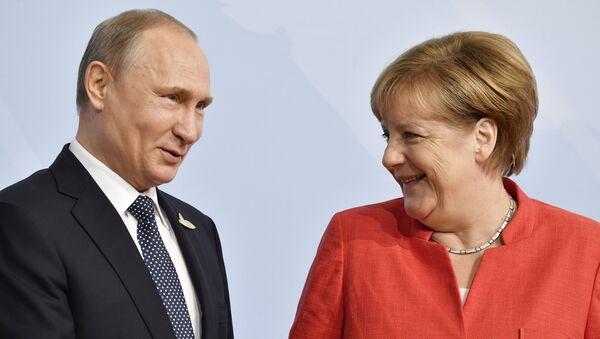 Poutine et Merkel - Sputnik France
