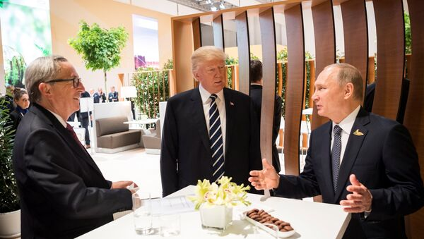 U.S. President Donald Trump, Russia's President Vladimir Putin and President of the European Commission Jean-Claude Juncker talk during the G20 Summit in Hamburg, Germany in this still image taken from video, July 7, 2017 - Sputnik France
