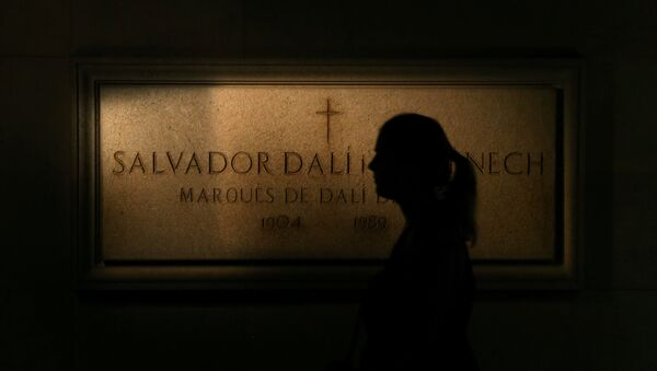 A woman walks past a stone of Salvador Dali's tomb inside the Teatre-Museu Dali (Theater-Museum Dali) in Figueres, north of Barcelona, Spain July 13, 2017. - Sputnik France