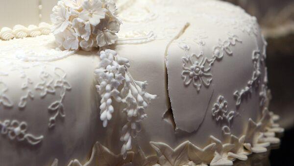Le gâteau de mariage royal au Buckingham Palace à Londres, le mercredi 20 juillet 2011 - Sputnik France