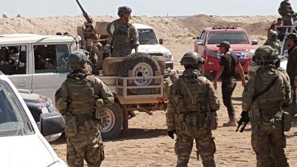 ABD Özel Kuvvetler Komutanlığı'na bağlı 29 Asker bu sabah Suriye'nin kuzeyindeki El Bab operasyonuna destek olmak amacıyla Çobanbey kabasına geldiler ancak ÖSO'nun tepkisiyle karşılaştılar. - Sputnik France