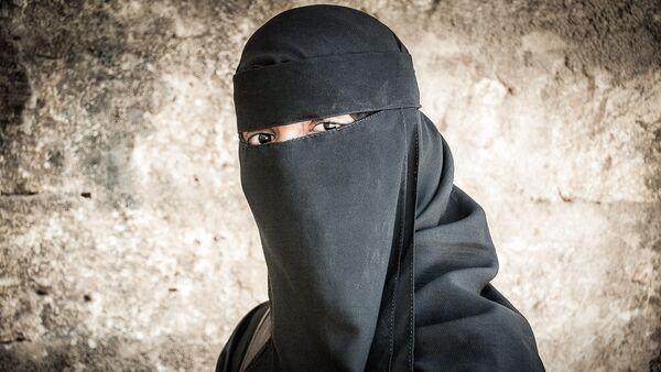 Une femme en niqab - Sputnik France