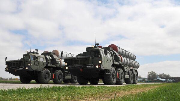 Les systèmes de missiles sol-air russes S-400 - Sputnik France