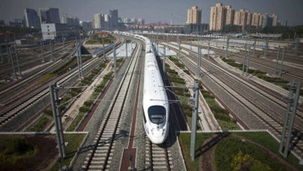 CRH high-speed train leaves the Beijing South Station for Shanghai during a test run on the Beijing-Shanghai high-speed railway in Beijing, China - Sputnik France