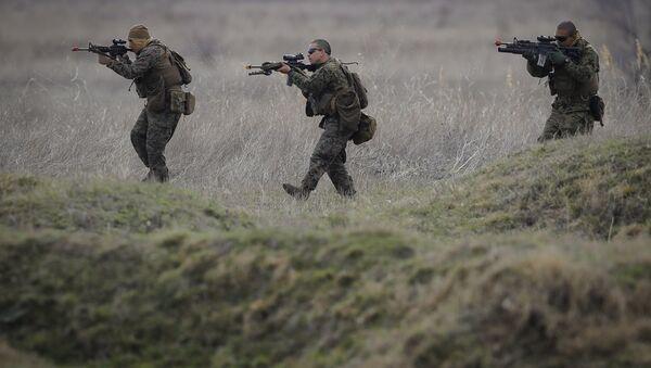 US Marines advance on the Black Sea shore during training at the Capu Midia Surface to Air Firing Range, on the Black Sea coast in Romania - Sputnik France