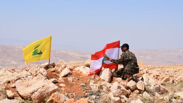 Drapeaux libanais et du Hezbollah à Jaroud Ersal - Sputnik France
