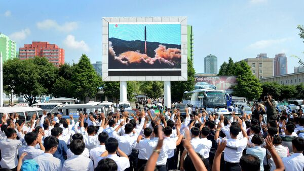 People watch a huge screen showing the test launch of intercontinental ballistic missile Hwasong-14 in this undated photo released by North Korea's Korean Central News Agency (KCNA), July 5, 2017 - Sputnik France