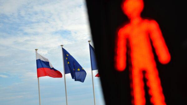 Les drapeux de la Russie et de l'UE - Sputnik France