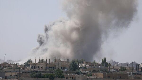 Smoke rises from the Raqqa province Syria. (File) - Sputnik France