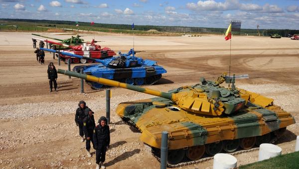 Le Biathlon de chars de combat à Alabino - Sputnik France