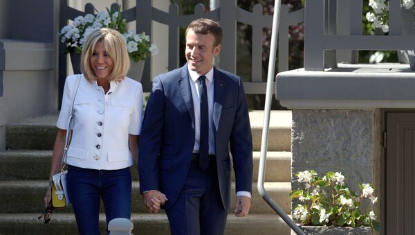 French President Emmanuel Macron and wife Brigitte leave home before voting in the first of two rounds of parliamentary elections in Le Touquet, France, June 11, 2017. - Sputnik France