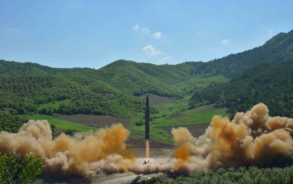 Le lancement du missile balistique nord-coréen Hwasong-14 - Sputnik France