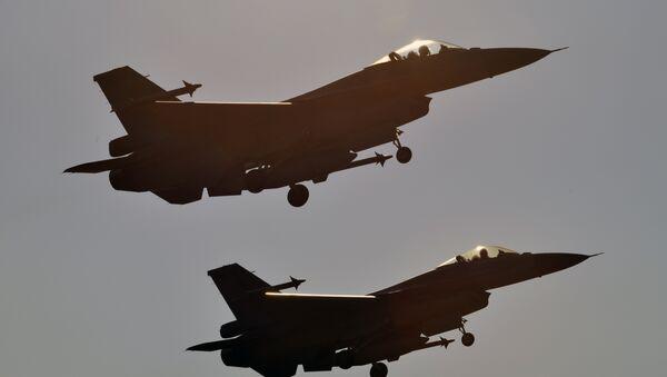 Deux F-16 américains (image d'archives) - Sputnik France