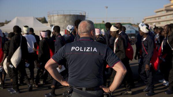 Des migrants en Italie - Sputnik France