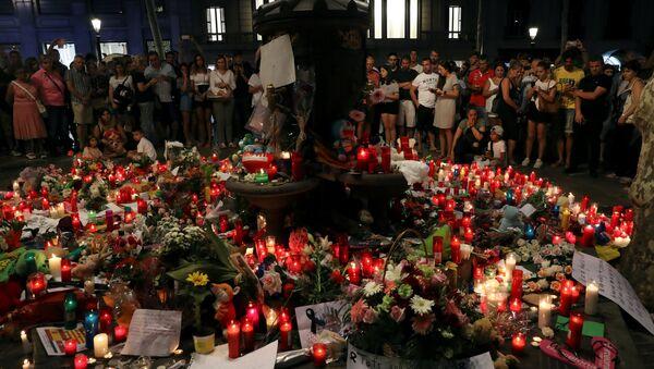 Flores en memoria de las víctimas de los atentados de Barcelona y Cambrils, España - Sputnik France