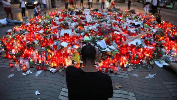 Bougies en hommage aux victimes de l'attentat de Barcelone - Sputnik France