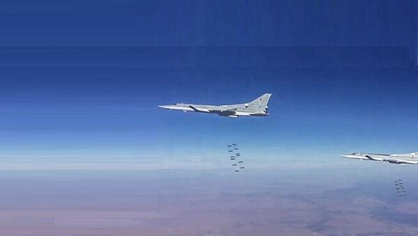 Les bombardiers russe en action dans la province syrienne de Deir ez-Zor - Sputnik France