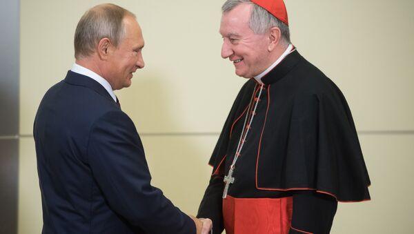 Le Président russe Vladimir Poutine et le cardinal Pietro Parolin - Sputnik France
