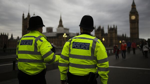 Police officers patrol Westminster Bridge with the Houses of Parliament in the background, on election day in London, Thursday, June 8, 2017. - Sputnik France