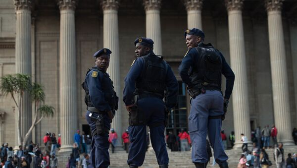 South African anti riot police officers stand guard during a mass protest of the Fees Must Fall movement at the University of Witwatersrand in Johannesburg on October 4, 2016. - Sputnik France