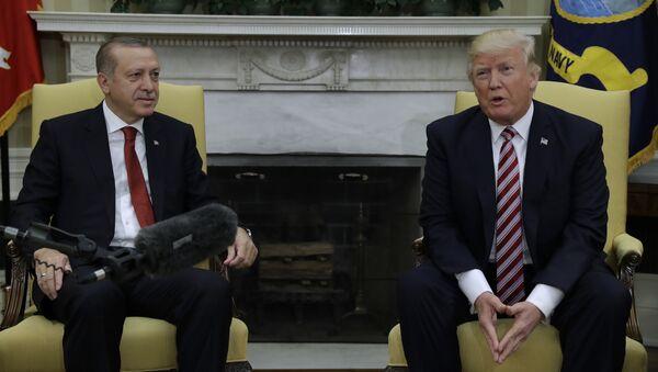 Le président Donald Trump rencontre le président turc Recep Tayyip Erdogan dans le bureau ovale de la Maison Blanche à Washington - Sputnik France