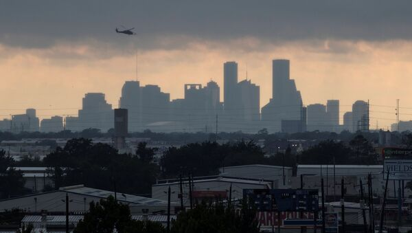 A helicopter hovers above the Houston skyline as sunlight breaks through storm clouds from Tropical Storm Harvey in Texas, U.S. - Sputnik France