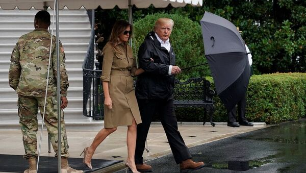 President Donald Trump and first lady Melania Trump walk out from the White - Sputnik France