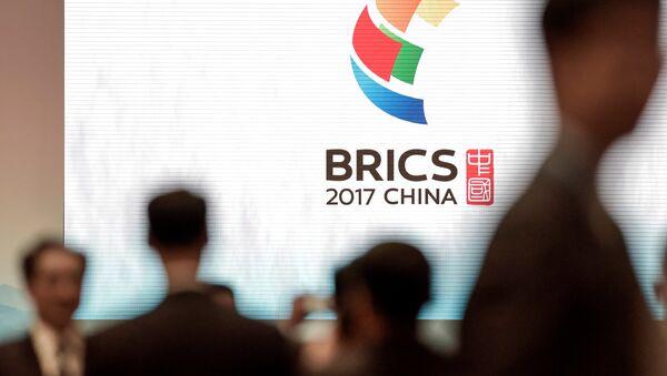 El logo de la cumbre de BRICS en China - Sputnik France