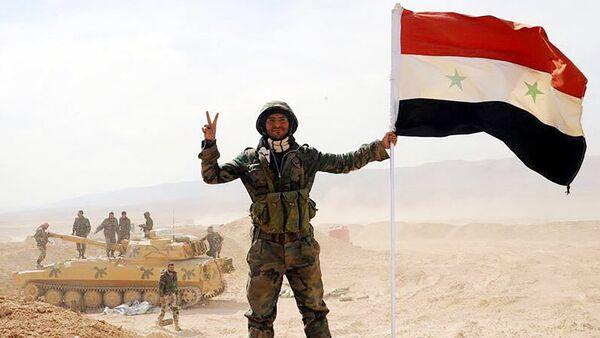 IS-Belagerung nach drei Jahren durchbruchen: Syrischer Soldat in Deir ez-Zor. - Sputnik France