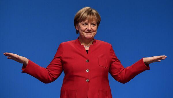 German Chancellor Angela Merkel gestures after addressing delegates during her conservative Christian Democratic Union (CDU) party's congress in Essen, western Germany, on December 6, 2016. - Sputnik France