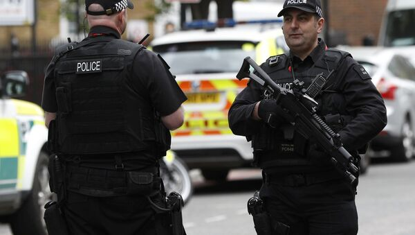 Armed police officers patrol the streets near Southwark Cathedral ahead of the funeral of PC Keith Palmer, who was killed in the recent Westminster attack, in central London, Britain April 10, 2017. - Sputnik France