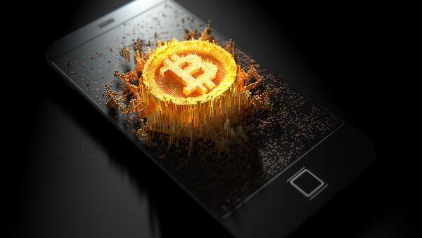 Изображение криптовалюты биткоин на поверхности мобильного телефона - Sputnik France