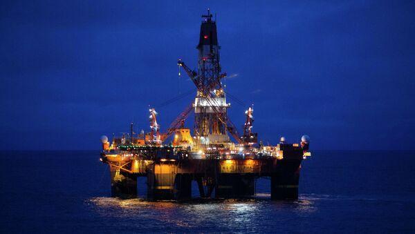 Une plate-forme pétrolière russe en Arctique - Sputnik France