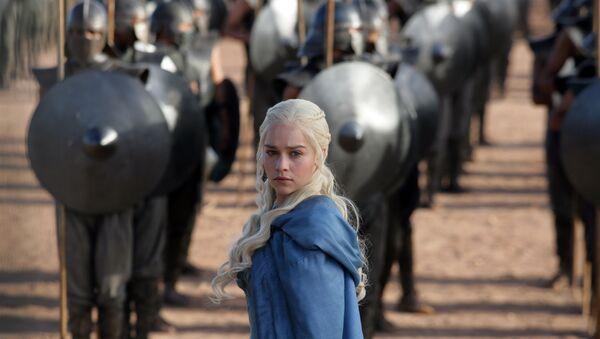 Emilia Clarke as Daenerys Targaryen in a scene from Game of Thrones - Sputnik France