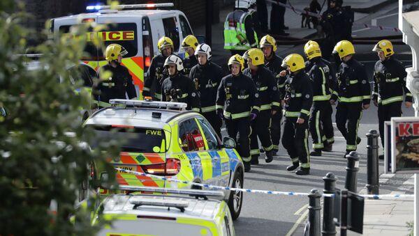 Members of the emergency services work near Parsons Green tube station in London, Britain September 15, 2017 - Sputnik France
