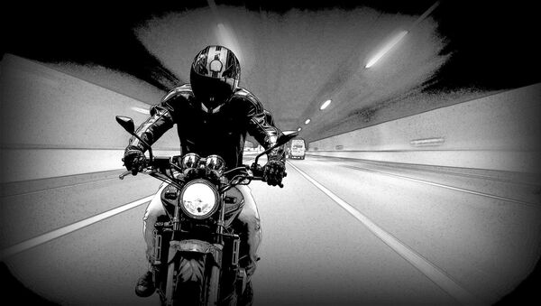 Una moto en en un túnel - Sputnik France