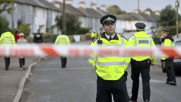 Police officers work near a property in Sunbury-on-Thames, southwest London, as part of the investigation into Friday's Parsons Green bombing, Saturday Sept, 16, 2017 - Sputnik France