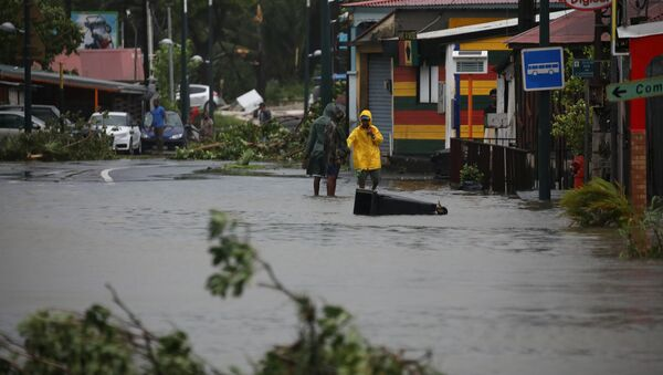 People walk in a flooded street after the passage of Hurricane Maria in Pointe-a-Pitre, Guadeloupe island - Sputnik France