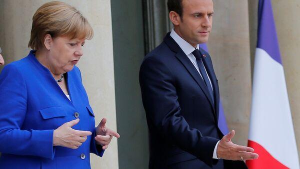 Frankreichs Präsident Emmanuel Macron und Bundeskanzlerin Angela Merkel - Sputnik France