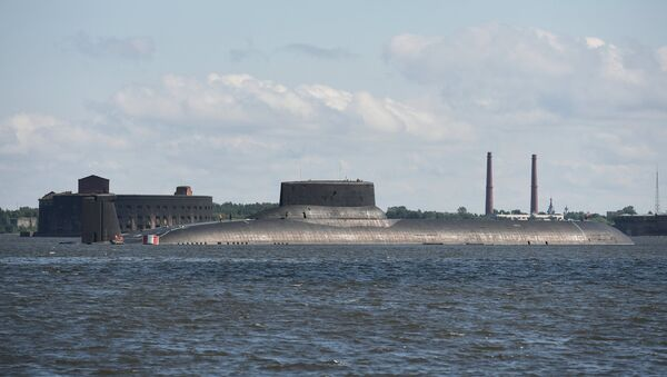 Подводная лодка Дмитрий Донской и атомный крейсер Петр Великий прибыли в Кронштадт - Sputnik France